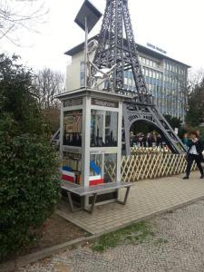 BiblioboXX vor Eiffelturm (c) Physalis74