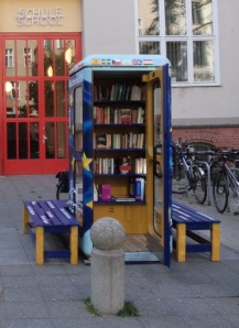 EuropaboXX - hier noch vor der Nelson-Mandela-Schule, Berlin-Wilmersdorf