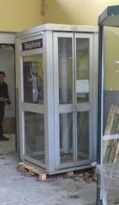 Original franzsische Telefonzelle vor dem Umbau zur BiblioboXX