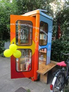 gruafestlich geschmückt fürs Sommerfest: Die neue BücherboXX für LübeckeneLigaboXX_offeneTuer_px1000_005