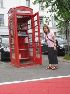 Englische telefonzelle wird zur Nachhaltigen BücherboXX