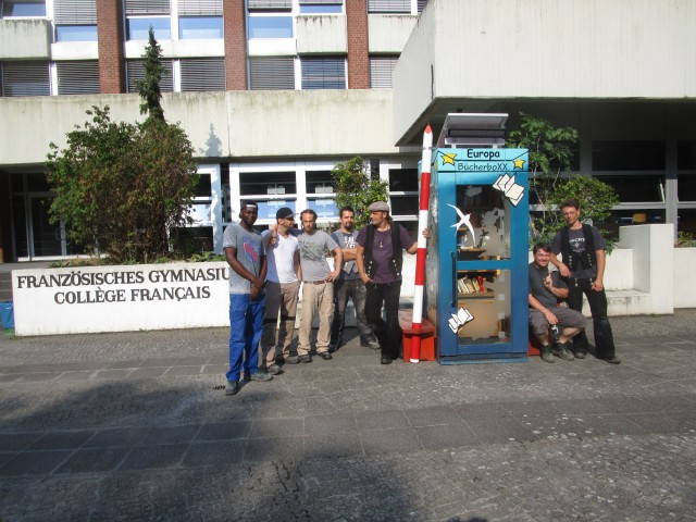 am neuen Standort Franz. Gymnasium mit Helfertruppe aus dem Sägewerk