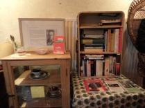 Bücherkoffer im Café Herzstück
