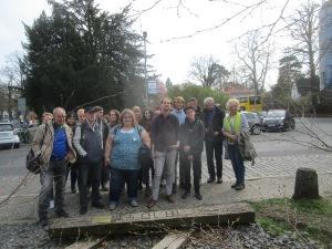 Die Gruppe aus der Hochschule Zittau/Görlitz am Mahnmal Gleis17
