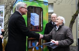 Begrüßung an der BiblioboXX: Jacek Jaśkowiak, Stadtpräsident von Poznań :: Gerry Woop, Staatssekretär für Europa in Berlin und Konrad Kutt (v.l.n.r.) Foto: Stadtverwaltung Poznań